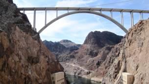 Автодорожный мост через каньон, США