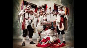 Roupas da dança Qhapaq qolla, no Distrito e Província de Paucartambo, em Cusco. (Mario Testino)