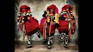 Fantasias do carnaval de Ccatcca, no Distrito de Ccatcca, na Província de Quispicanchi, em Cusco, em 2007. (Mario Testino)