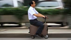 मोटर से चलने वाला सूटकेस