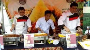 Kios untuk mencoba makanan Indonesia