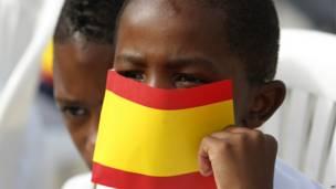 बच्चा, स्पेन के झंडे के साथ