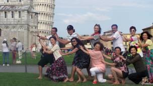 Китайские туристы в Пизе