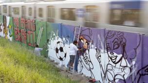 Organizadores afirmam que que Projeto 4 KM é o maior painel de grafite da América Latina