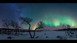 Aurora e Via Láctea (foto: Rune Johan Engebo)