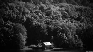 Лес и дом на берегу Суры