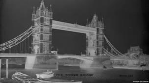 (Imagen: Puente de la Torre c1910. Christina Broom).
