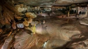 Cueva bajo los tepuyes