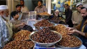 أحد أسواق بيشاور في باكستان