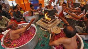 मॉनसून, बारिश, हिन्दू पुरोहित, बारिश के लिए पूजा करते हुए