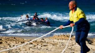 मरीन बचावकर्मी हंपबैक व्हेल ऑस्ट्रेलिया