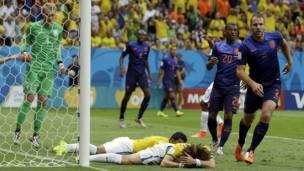गोल न करने पर निराश ब्राज़ील के खिलाड़ी