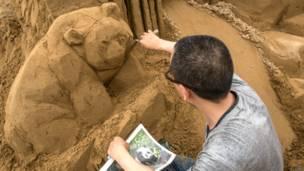 रेत से बनी कलाकृति