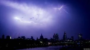 बिजली कड़कने का दृश्य, लंदन