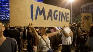 'इसराइल, तेल अवीव, वामपंथियों का ग़ज़ा हमलों के विरोध में प्रदर्शन