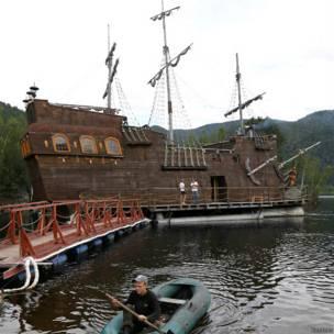 लकड़ी का जहाज़, साइबेरिया, रूस, एलेक्ज़ेंडर मार्चेंको