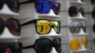 Seis consejos prácticos a la hora de comprar lentes de sol - BBC ... 88f9aeaa25fb