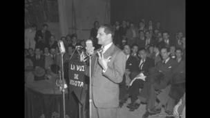 Jorge Eliécer Gaitán en el teatro Municipal. Bogotá, 10 de octubre de 1947. Archivo fotográfico de Sady González, Biblioteca Luis Ángel Arango.