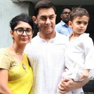 आमिर खान परिवार के साथ