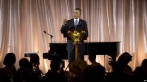 Umukuru wa Amerika Barack Obama asangira ikirahure n'abakuru ba Afrika
