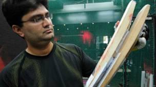 क्रिकेट बैट 'फ़ॉल्कन ब्लेड.' इसे आईआईटी मुंबई के छात्रों ने बनाया है.