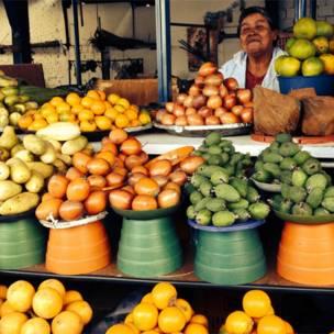 Frutas en el mercado de Paloquemao, Bogotá.