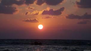 Море на закате в Израиле