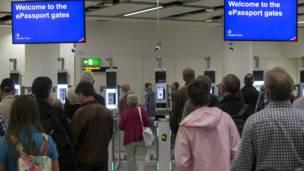 旅客增長快 倫敦機場擴張成爭議