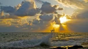 Предгрозовое море