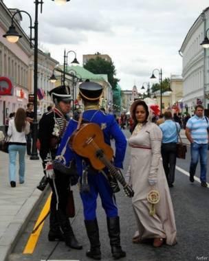 Гуляния на улице Пятницкой в Москве