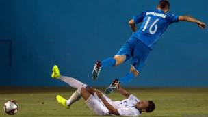 एल साल्वाडोर और होंडुरास के बीच फ़ुटबॉल मैच