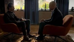 Psicoterapeuta Poul Perris e o primeiro-ministro sueco, Fredrik Reinfeldt