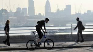ke kantor naik sepeda