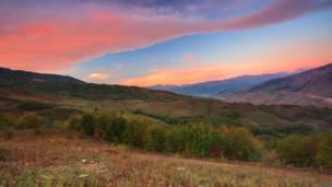 Этот снимок наш читатель Lyokin сделан на рассвете холодным утром неподалеку от села Фирик Губинского района Азербайджана