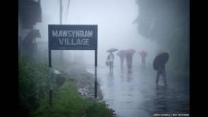মসিনরাম গ্রামে ঢোকার পথ। ভারতে মোট বৃষ্টিপাতের ৮০% দেখা যায় বর্ষাকালে।