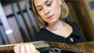 फ्रांस की महिला हथियार विशेषज्ञ
