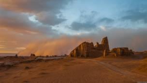 песчаная буря в пустыне Калют в Иране