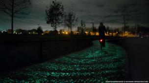 طريق فان جوخ - روزيغاردي المضيء في الظلام للدراجات