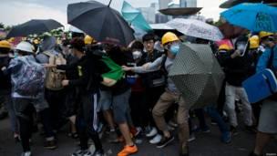 हांगकांग में फिर लोकतंत्र समर्थक प्रदर्शन