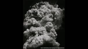 दी मशरूम क्लाउड- 1945 में पहले विस्फोट के 20 मिनट बाद तोशियो फुकादो ने ये तस्वीर ली थी.