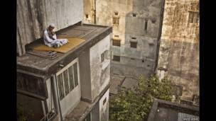 Человек на крыше в Дакке, Бангладеш, Вахид Аднан
