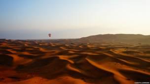 Dubai'de balonlar. Gareth Lowndes