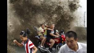طغیان رودخانه در هانگژو در چین.