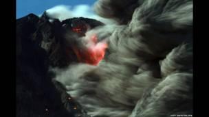 آتشفشانی کوه سینابونگ در جزیره سوماترای اندونزی