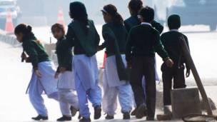 Estudantes fogem do local do ataque