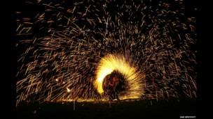 Танцор с факелом