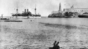 """Крейсер """"Мэйн"""" в бухте Гаваны, 1897 год."""