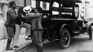 Полиция Гаваны арестовывает революционера. 1935 год.
