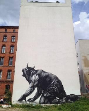 Mural del grafitero argentino JAZ, se ve un minotauro