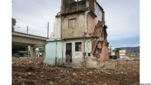 Luta pela moradia na comunidade Beira Rio, em Manguinhos. Rio de Janeiro, 2013. Luiz Baltar
